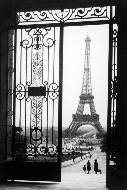The Eiffel Tower as seen from the Trocadéro, circa 1925.