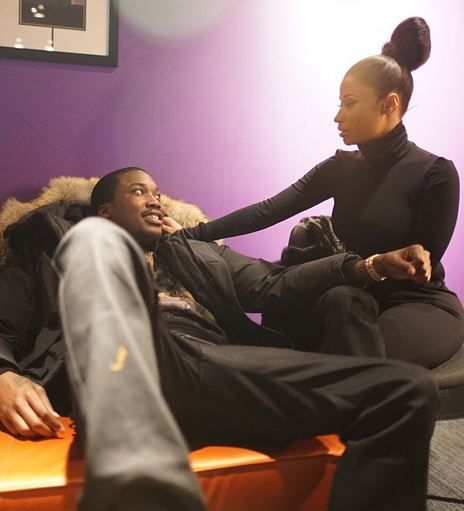 """Nicki Minaj Dishes On Her Rebound Boo, Meek Mill: """"He's Been Around For A Lot Of Things That I've Gone Through"""""""