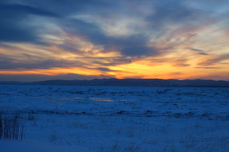 Un peu trop tard pour le coucher de soleil devant le désert de glace qu'est le Fleuve Saint-Laurent à la hauteur de Notre-Dame-du-Portage.