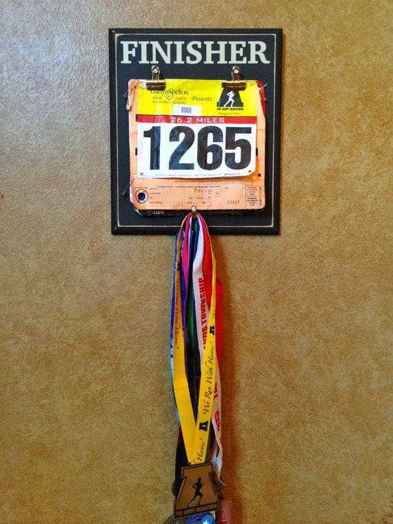 Race bib and Medal display holder Marathon Half por FrameYourEvent