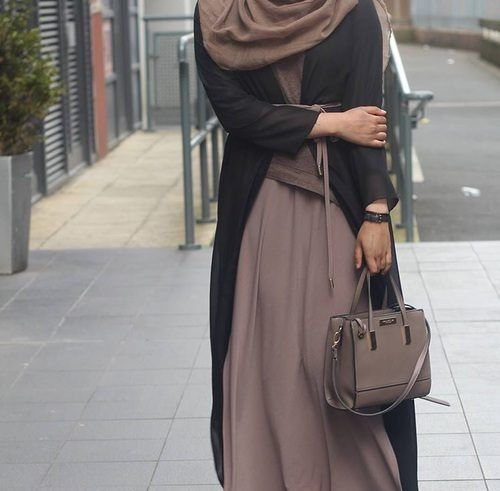 neutral abaya classy look- Saudi Abaya fashion http://www.justtrendygirls.com/saudi-abaya-fashion/