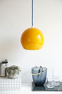 Gul retro kulgelampe - 200kr. Køb den på www.loppedesign.dk