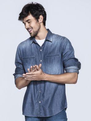 Camisa Masculina Em Jeans Com Bolsos