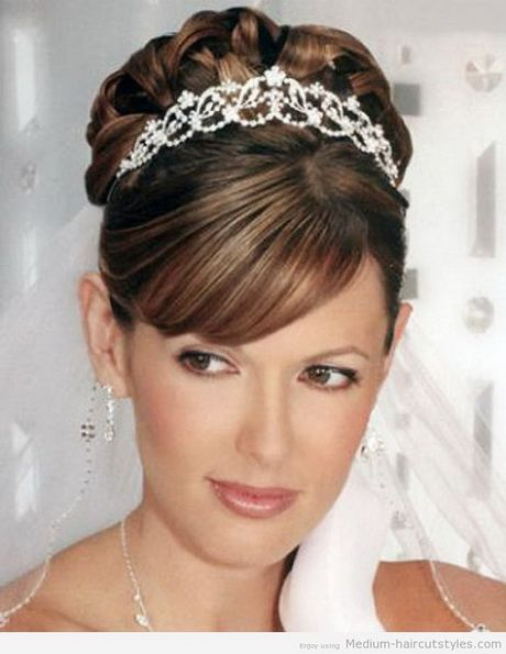 Awesome Wedding Hairstyle for Round Face to Look Slim-  Hi there, you come to the right site to look for the awesome wedding hairstyle for round face to get a slimmer look for the face. And you know, for th...