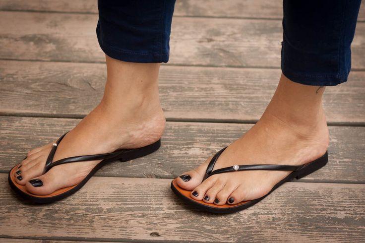 Schwarze Sandalen, schwarz Flip Flops, flache Sandalen, Sommerschuhe, kostenloser Versand von BangiShop auf Etsy https://www.etsy.com/de/listing/193158242/schwarze-sandalen-schwarz-flip-flops