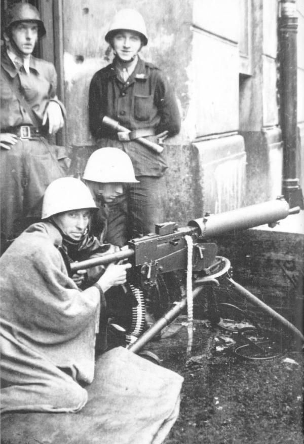 Interesting photo of an is insurgent HMG wz. 30 in Powisle district, during Warsaw Uprising 1944.