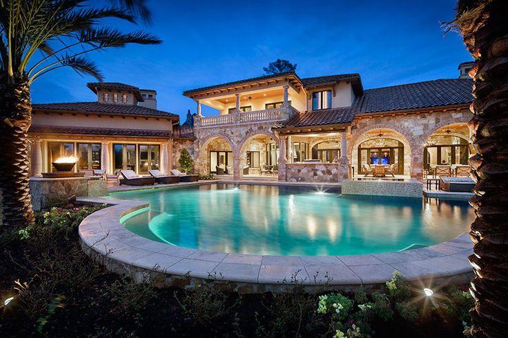 Ville di lusso con piscina case da sogno for Ville di legno di lusso