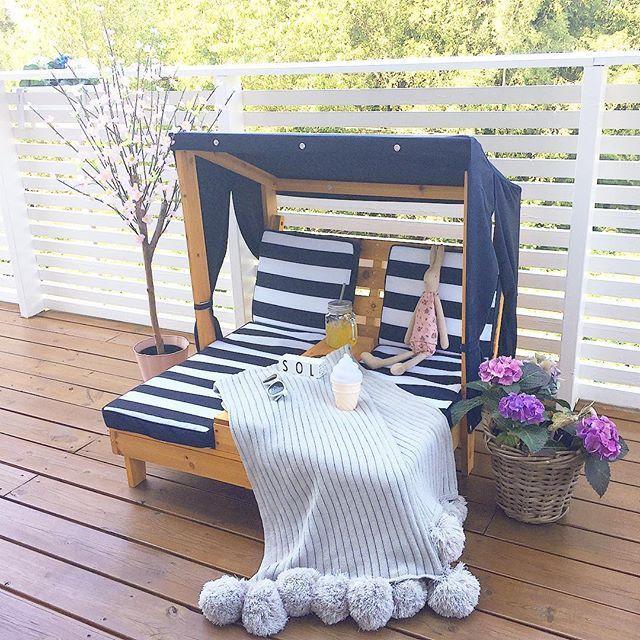 ✨✨ S U N D A Y ✨✨ Vel overstått bryllup i går for et flott vennepar ❤ Nå har jeg rigget til ute på verandaen Og venter på at lillemor skal komme hjem 😃 Så deilig at sola skinner! Solsengen til Celina er fra @kidkrafttoys og er en stor favoritt! Teppe og iskremlampe fra @storkboks ❤️ -----------------------------------------⠀ #mittbarnerom #kinderkamer #kidsinterior #barneromsinspo #barnrumsinspiration #barnrumsinspo #kidsroom #kidsinspiration #multitrendmini #kinderzimmer #nordickidsliving…