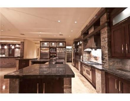 this is a huge kitchen love it - Nice Kitchens