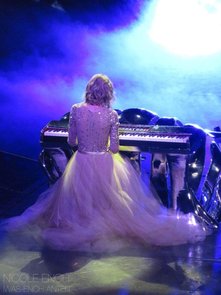 Taylor performing Enchanted/Wildest Dreams during night one of the 1989 World Tour in East Rutherford 7.10.15