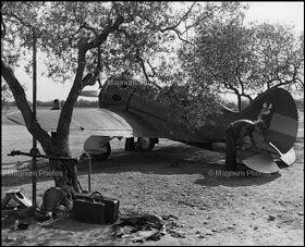 Aerodromo Els Monjos 1938. Fotografía de David Seymur. Aviones de la República. Guerra civil española.