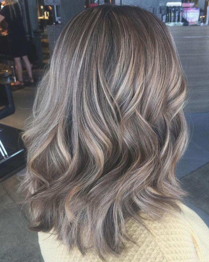 Loiro escuro acinzentado: 30 opções e tutoriais para um cabelo sofisticado em 2020 | Loiro escuro acinzentado, Cabelo loiro acinzentado, Cabelo