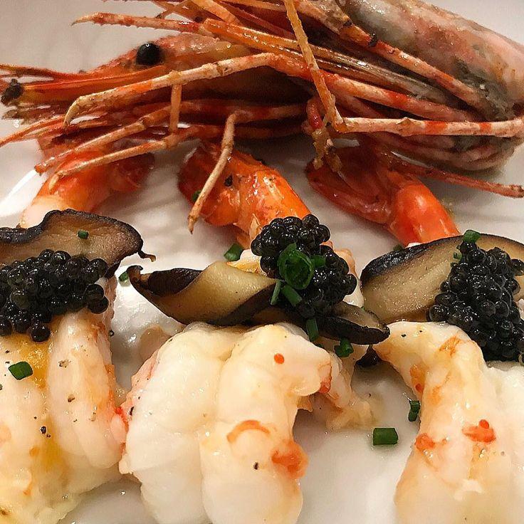 Seafood and #Petrossian #caviar : always a pleasant idea !  Broiled Santa Barbara spot prawns, Shiitake mushrooms, shiso, chili garlic aioli, yuzu, Imperial Siberian Caviar, fried prawn heads.