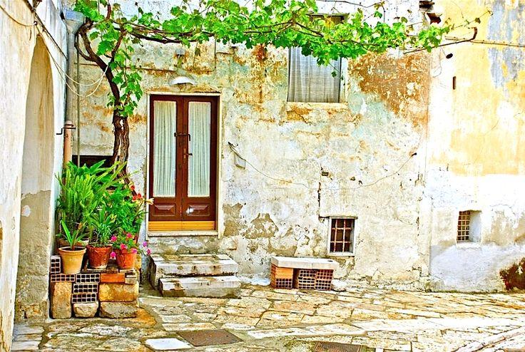 | ♕ | Casa a Canosa - Puglia, Italy #travel italy #puglia