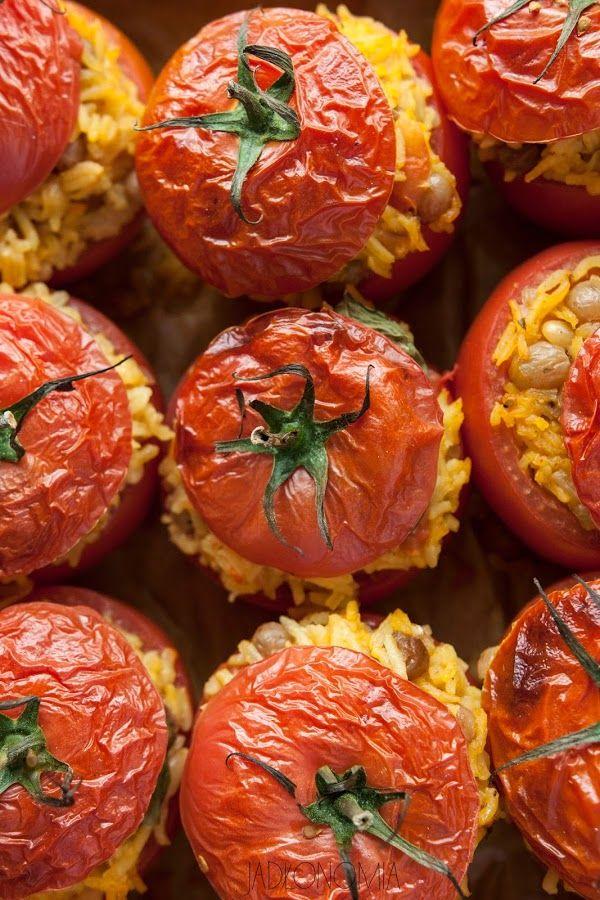 Faszerowane pomidory z rodzynkami, cynamonem i szafranem