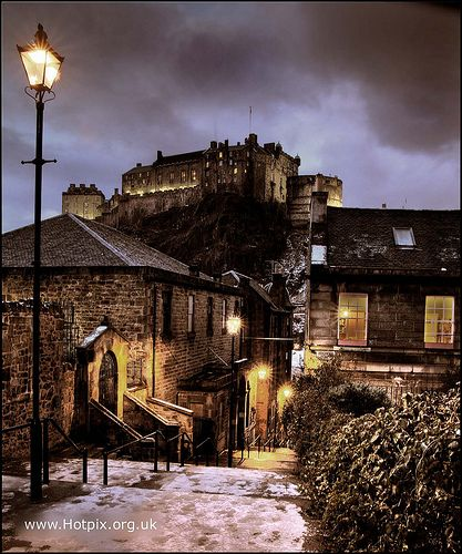 The Vennel, Browns Place, with view of Edinburgh Castle