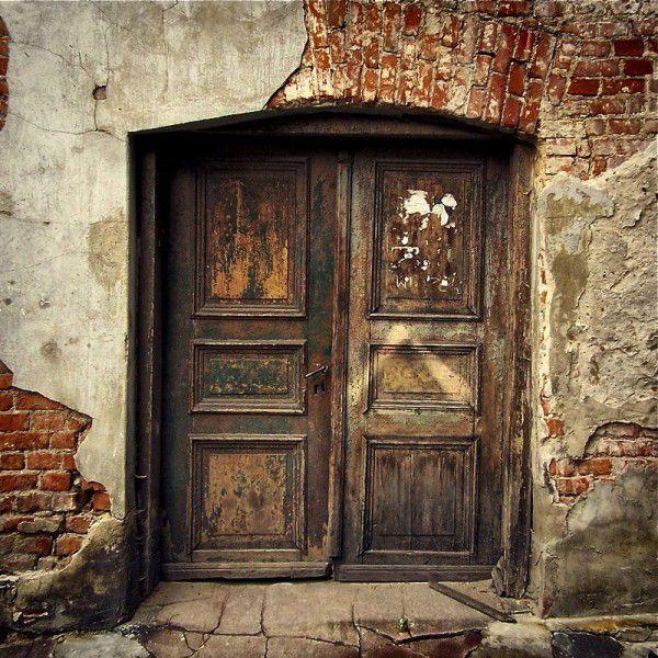 rustic doors!: Brown Dresses, Favorite Places, Brown Doors, Beautiful Doors,  Press,  Closets, Old Doors, Wooden Doors, Beautiful Things