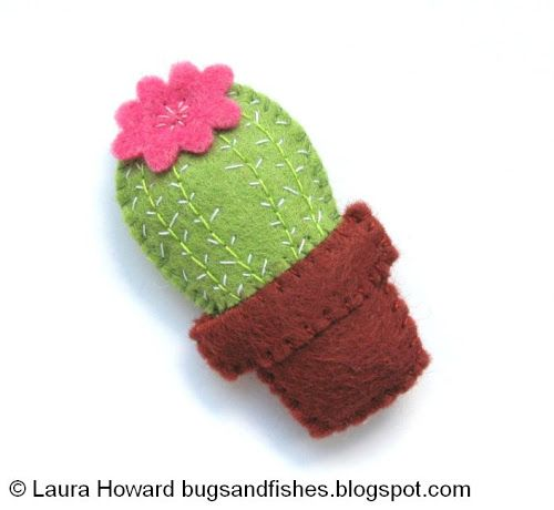 Bugs and Fishes by Lupin: How To: Make a Mini Felt Cactus I am sooo making this for myself!