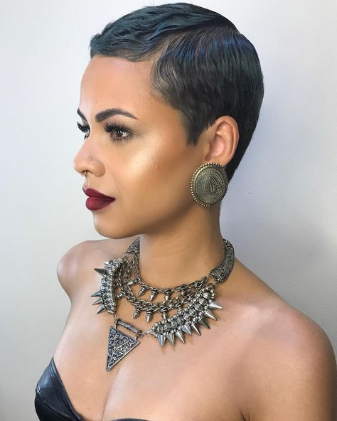 "431 Likes, 28 Comments - Teshaka Ellison (@enchanted26) on Instagram: ""▪️ B O O K M E ✔️ ▪️ H A I R @ms._greedy #makeupmobb #mua #amrezy #anastasiabeverlyhills…"""