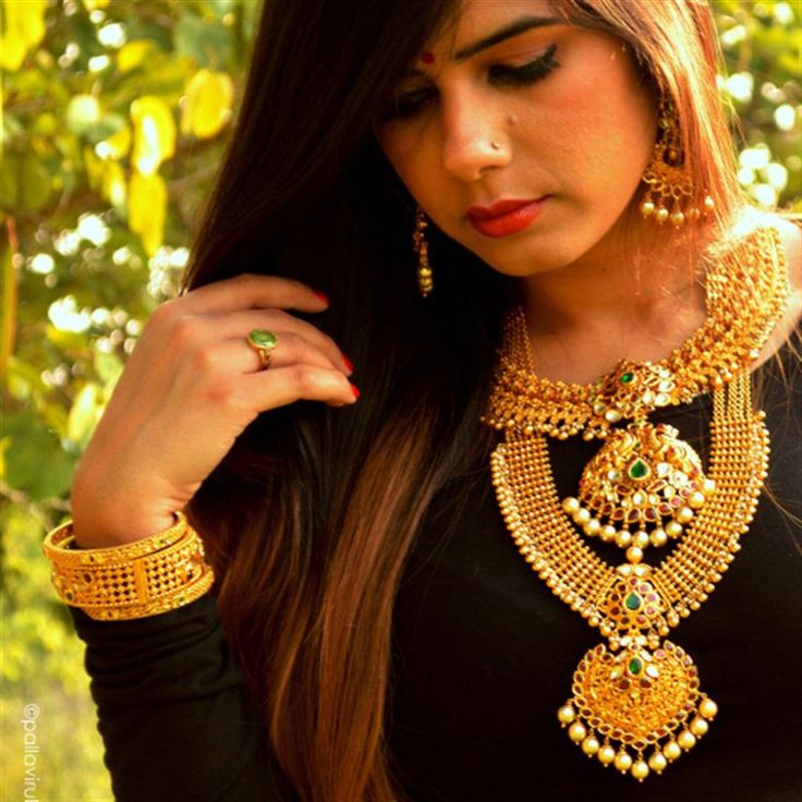 Keeping the wedding season in mind That Delhi Girl selects #FutureHeirlooms from the Neelkanth Jewellers in Hyderabad that remind her of the jewellery her mother gave her on her wedding day. #LoveGold