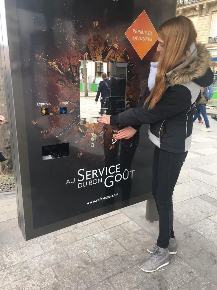Un abribus transformé en machine à espresso à Paris