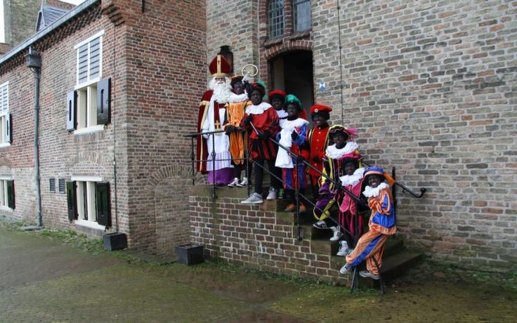 Medemblik - Sinterklaas komt langs met zijn Pieten op kasteel Radboud! Op 29 en 30 november kun je hem bezoeken van 13.00 tot 17.00 uur. Je kunt dan meteen zijn werkkamer en slaapkamer bezoeken, en...