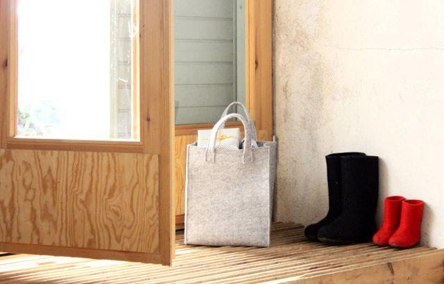 Iittala Christmas Home. Iittala + Kotipalapeli collaboration. Meno felt bag, design by Harri Koskinen.