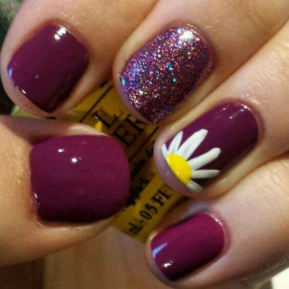 Why is that little flower so adorable? That glitter nail gotta go though...