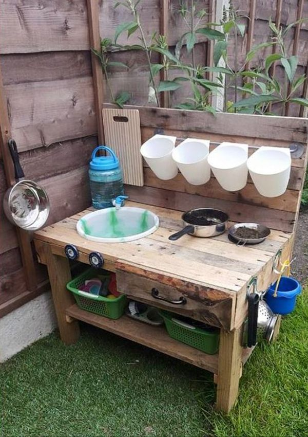 25 Stunning Outside Children Initiatives With Recycled Pallets