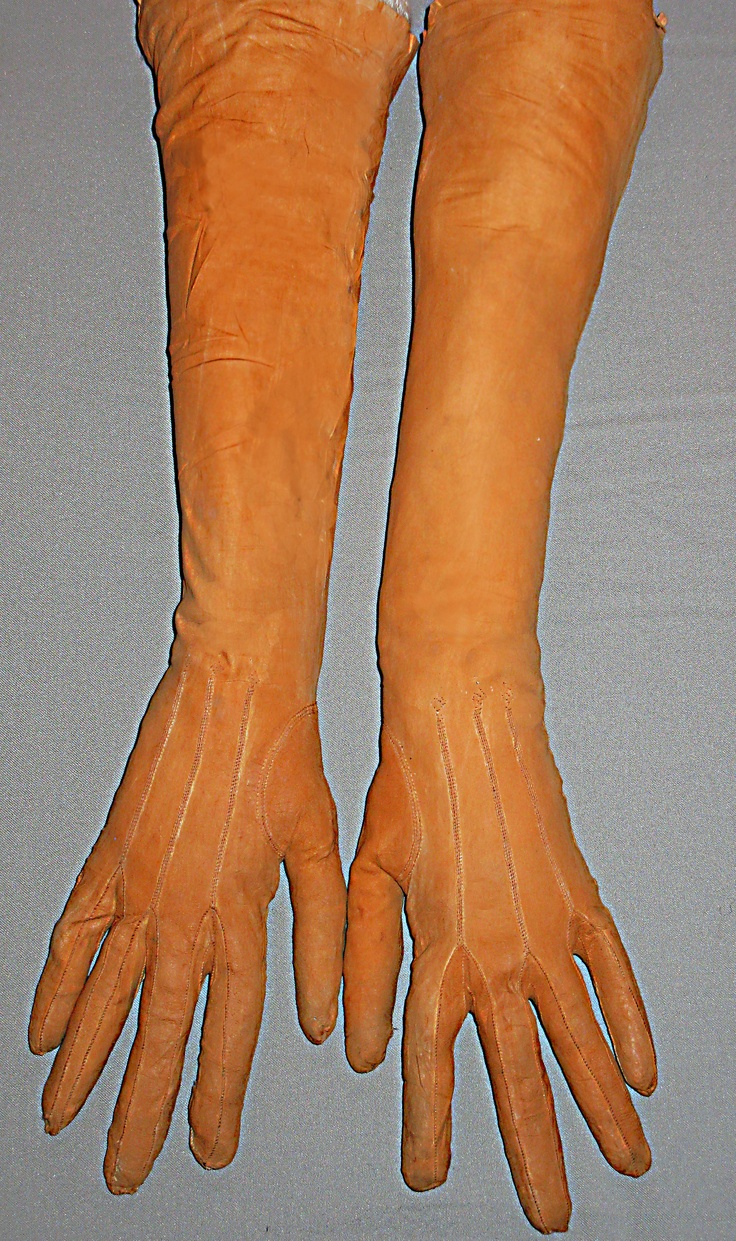 Orange gloves. France 1800 circa.   This original and rare item, is made in dog skin as most of the finest gloves of the epoch. Dreadful, but this was the kind of material used for making the best gloves.