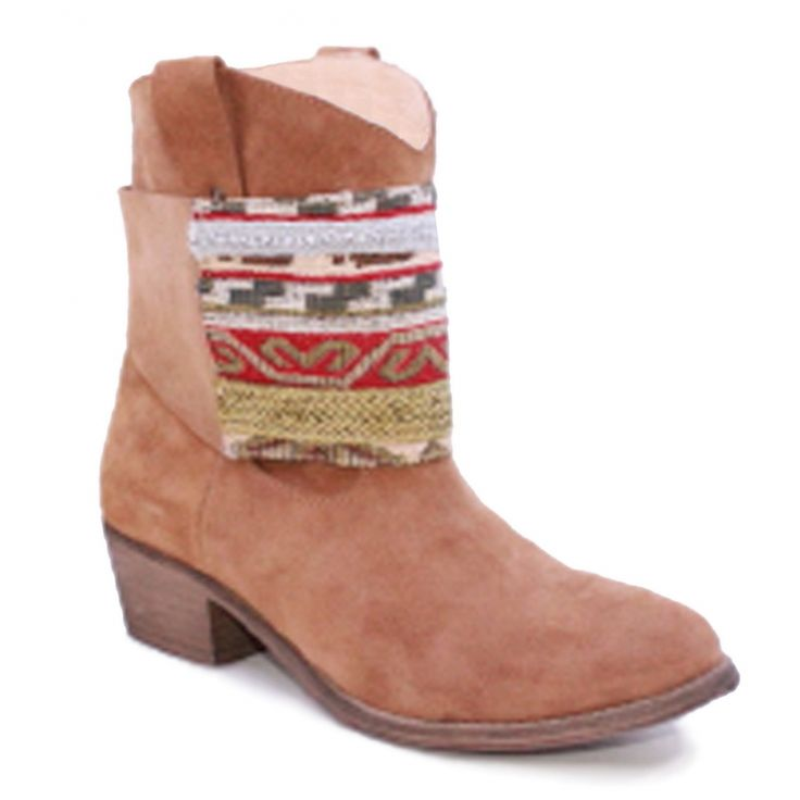 Botas estilo étnico #ss15 #ruga #fashion #womanfashion #boots #sandals #tennis #trainers #ethnic #ethnicboots