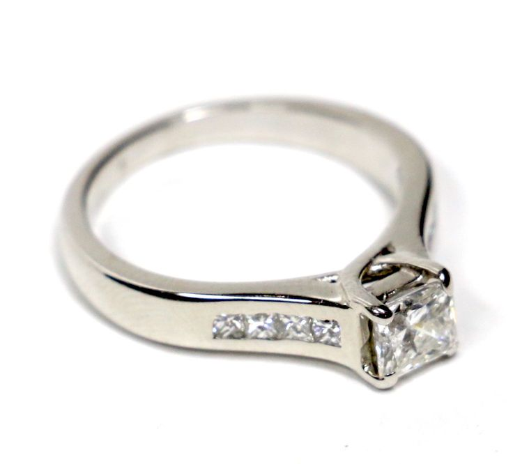 Princess diamonds gently placed in 14K white gold. Find this gorgeous ring on WhiteCarat.ca