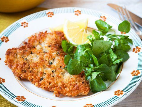 Lemon and thyme pork schnitzel - Hairy Bikers http://www.hairybikers.com/recipes/view/lemon-and-thyme-pork-schnitzel#AZfR6pPGajvavYYQ.97