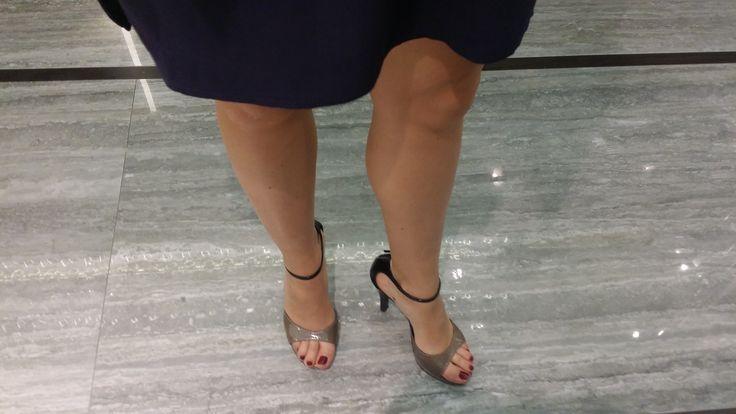 How to to highlight a pretty #shoe? Walking on a polished #floor! #CeramicheCaesar, #CaesarTale, #selfeet, #CaesarCersaie, #Cersaie2015