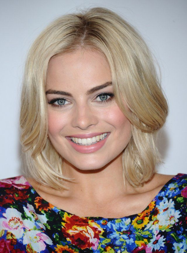 Courtly Margot Robbie