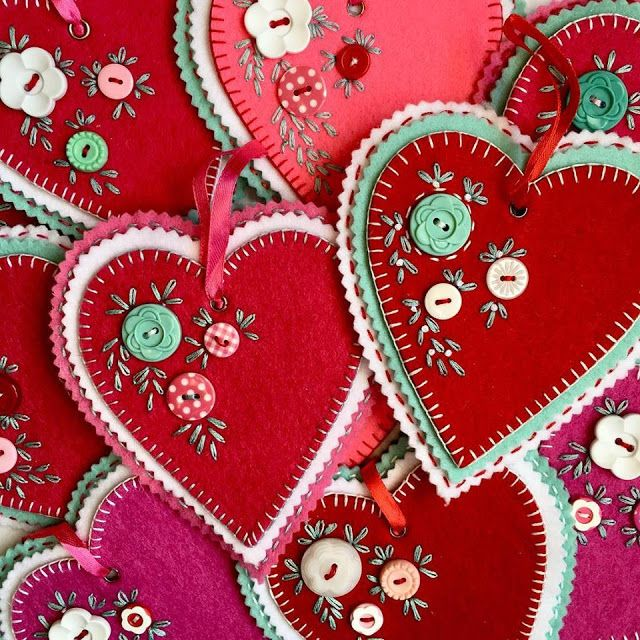 This art that makes me happy: Hand stitched felt hearts