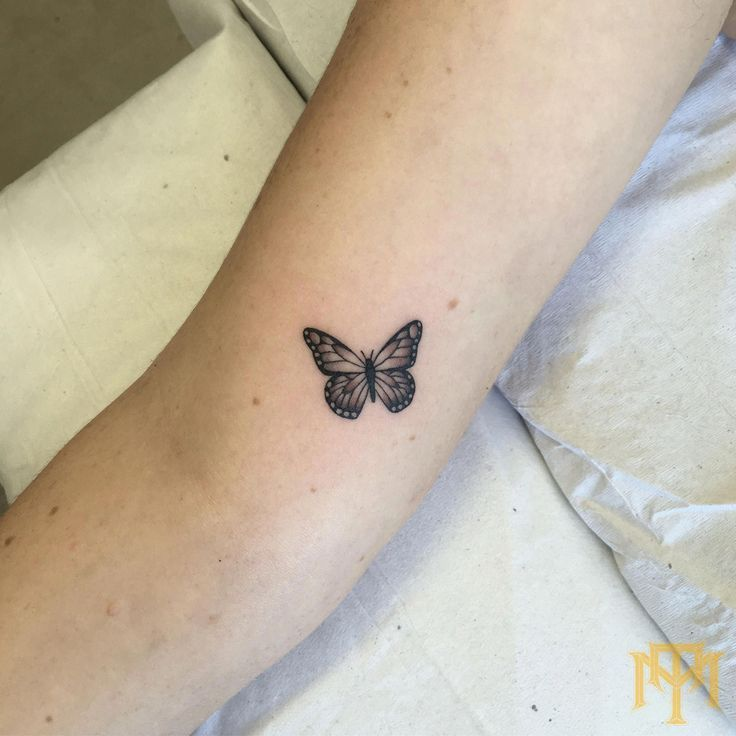 minimalistisches Space Tattoo #Minimalisttattoos #tattooideas