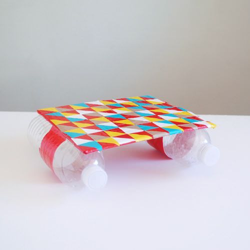 diy duct tape river raft - or a great little floating platform for water table play - imagine all the balancing fun! Might be interesting to make an additional raft with one bottle under the middle, so it would tip with weight.. THAT would invite good science questions and conversation