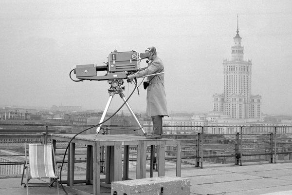 """Tak nagrywano program """"Gościmy dziś w Warszawie"""" w 1962 roku (fot. Z. Januszewski/TVP)"""