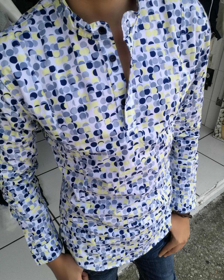 """Camisa Slim Fit Cuello Mao. Artículos hechos en México por la marca """"Moon & Rain"""" y de venta exclusiva en """"Tiendas Platino"""" #TiendasPlatino #Moda #Hombre #Camisa #Pantalón #Calzado #Mocasín #Outfit #Mens #Fashion #Dapper #Ropa #México #Looks #Style"""