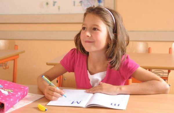 Jak docílit toho, aby vaše dítě správně psalo? Základem je vést děti k dodržování určitých návyků. Pro správné psaní je důležité, aby se dítě těmto návykům naučilo včas a aby pro ně byly automatické. Stejně jako například zavazování tkaniček nebo čištění zubů.