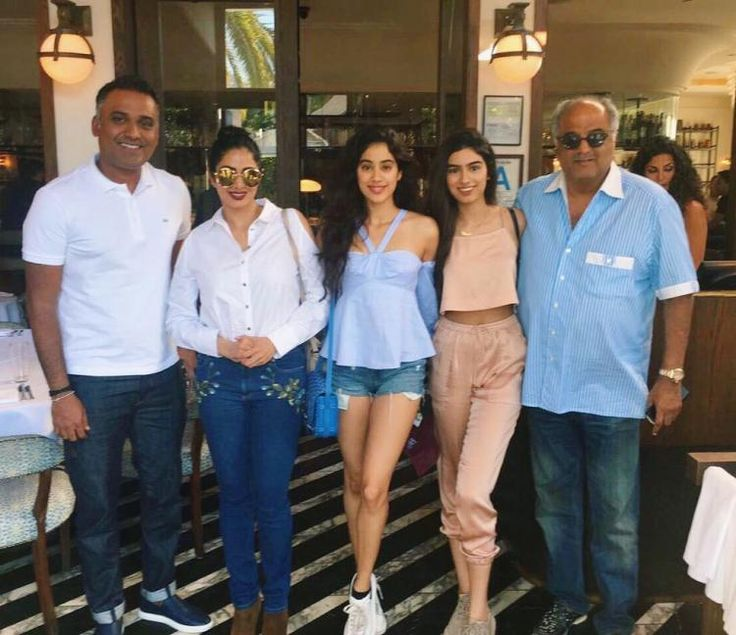 US Diaries: Sridevi strikes a pose with daughters Khushi-Jhanvi and husband Boney Kapoor
