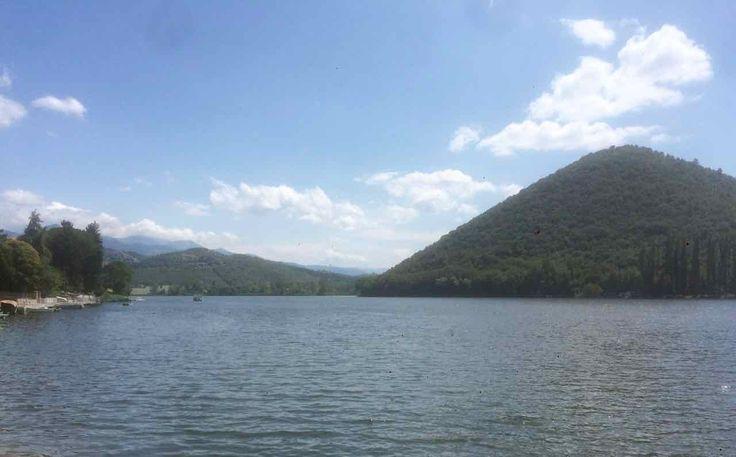 """Oggi andiamo a fare una passeggiata a Piediluco la città ai """"piedi del bosco sacro"""" nel cuore della Valnerina in riva all'omonimo lago di Piediluco."""