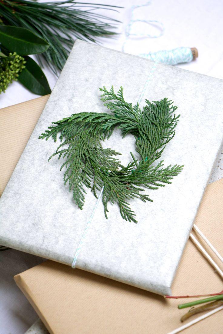 Verpacken für Weihnachten mit Grün | Weihnachtsgeschenkverpackung | Quelle: Text und Fotografie Marij Hessel vtwonen.nl