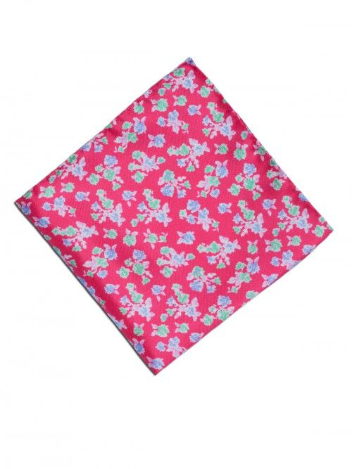Pañuelo de seda, confeccionado en Italia, en color rojo con estampado de diseño de flores.  www,soloio.com #silk#pocketsquare#suitup#suitupaccesories#menstyle#dapperman#dapperdetails#gentleman#menaccesories#pañuelodebolsillo#fazzoletto#airplane#skull#skulls#flowers#print#pattern
