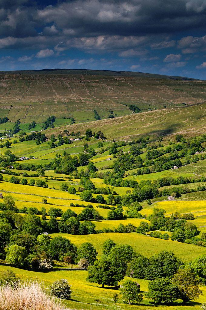 Dentdale, Yorkshire. De glooiende heuvels van het landschap in Noord-England zijn prachtig om te zien tijdens je roadtrip.
