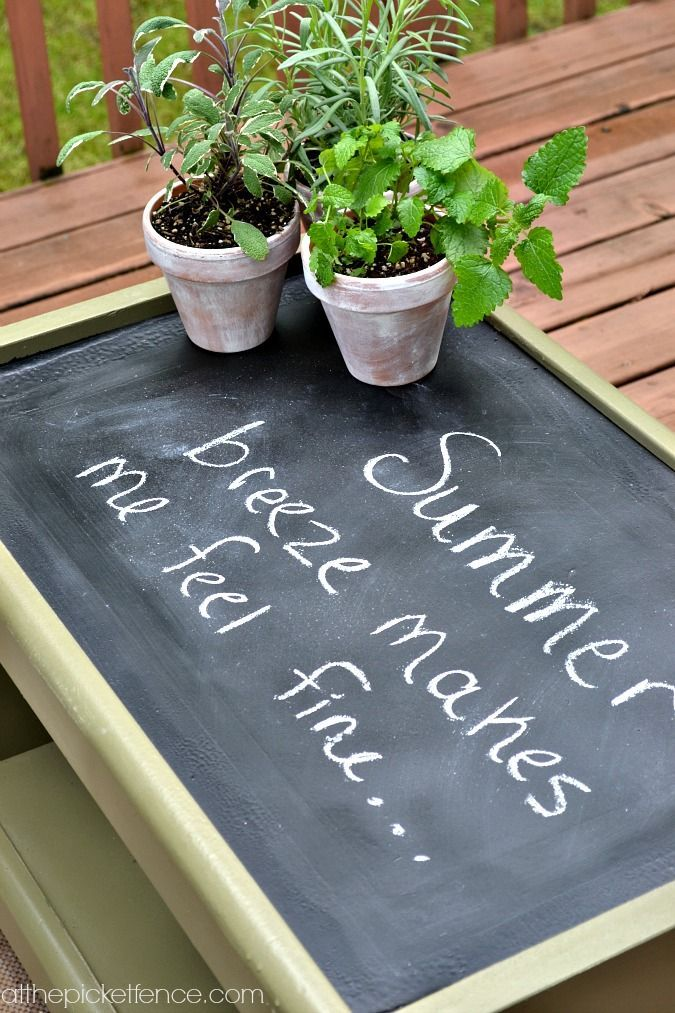 Chalkboard topped outdoor coffee table http://www.atthepicketfence.com