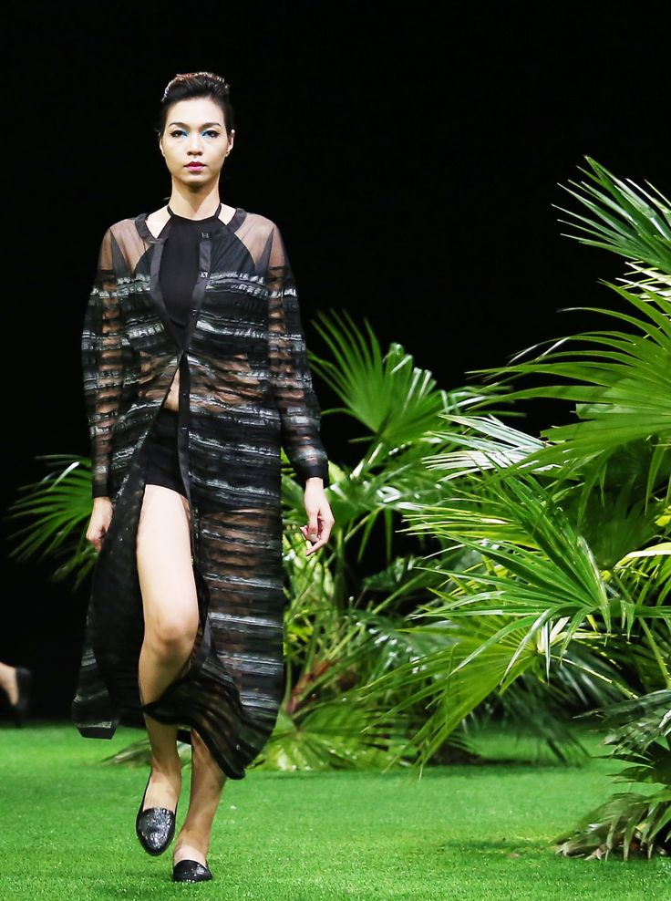 Vietnam Fashion Week SS17 - Ready to wear.  Designer: Hai Sieu Photo: Cao Duy