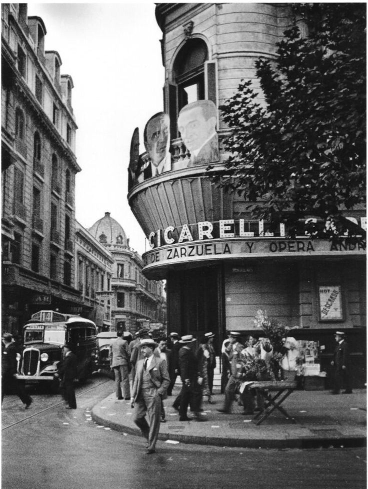 Horacio Coppola, Avenida de Mayo esquina Salta, 1936