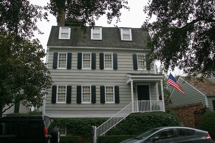 The Hampton Lillibridge house in Savannah has had plenty of paranormal incidents, including apparitions of men in bathrobes and children's voices whispering in the walls. Description from pinterest.com. I searched for this on bing.com/images